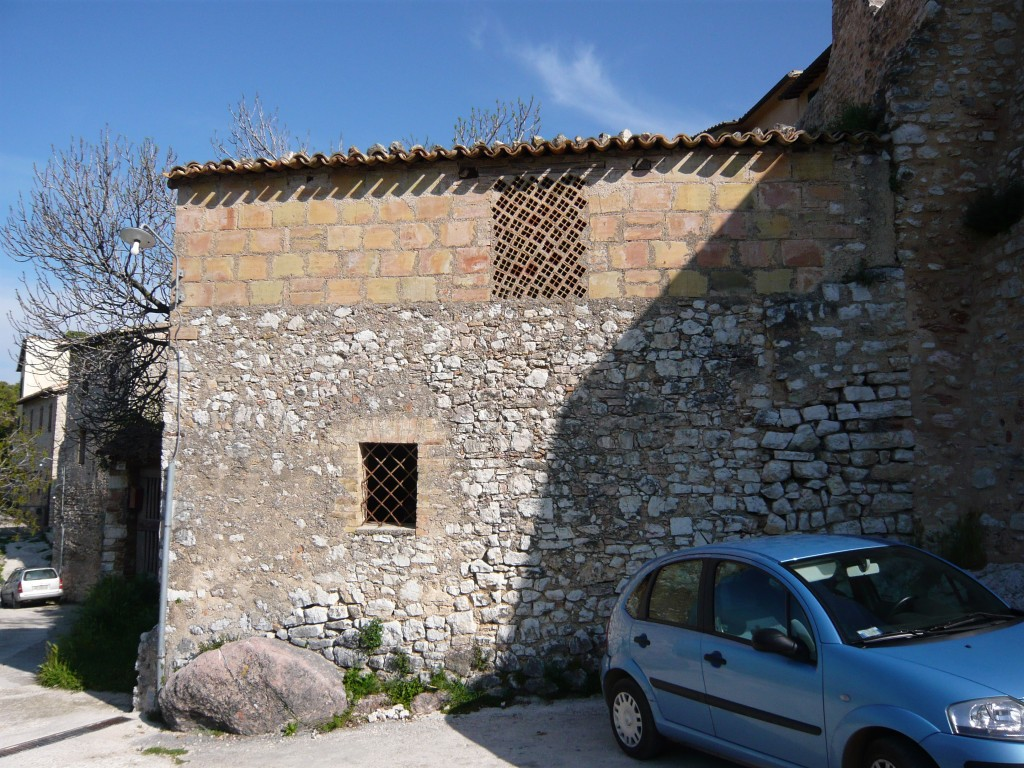 Old farmhouse for sale near Spoleto