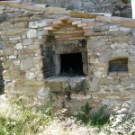 Old outdoor bread oven in restored country house Casale Antignano near Bevagna: restored country house for sale in Umbria, Italy